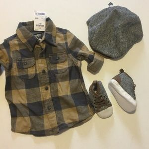 Plaid shirt, shoes and paperboy hat